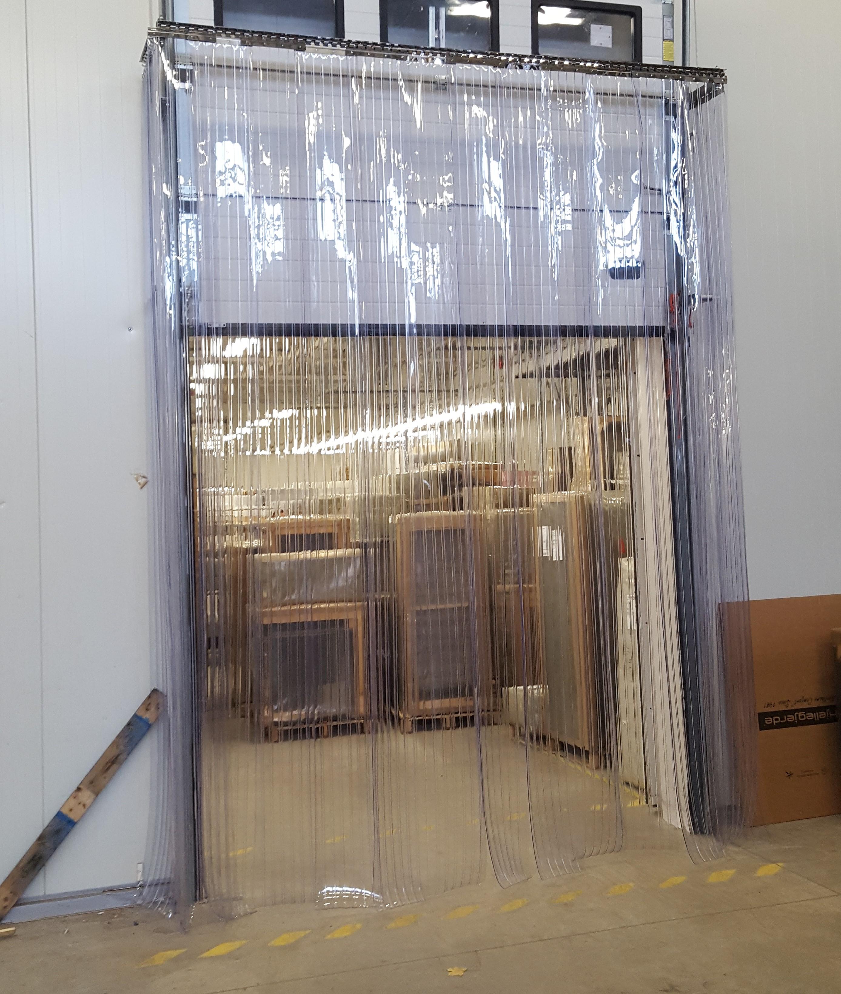 PVC užuolaidos prie pakleiamų vartų